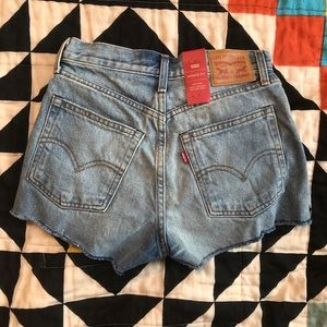 NWT Levi's Wedgie Fit High Waisted Shorts, Size 26